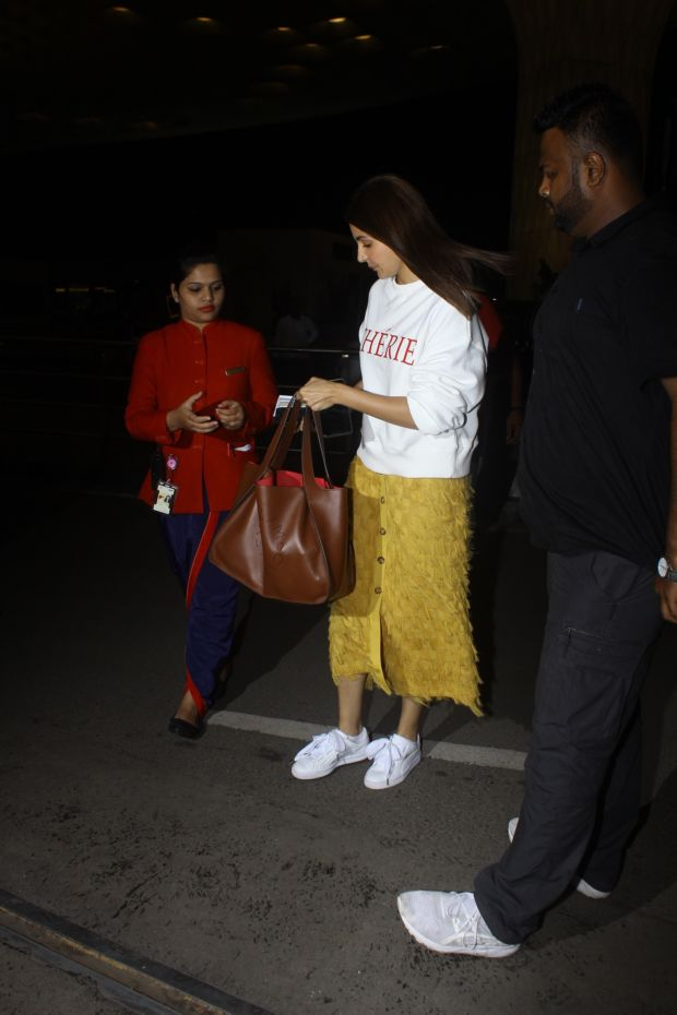 Cherie Anushka Sharma's Airport Look Is Peppy With Fringe Benefits