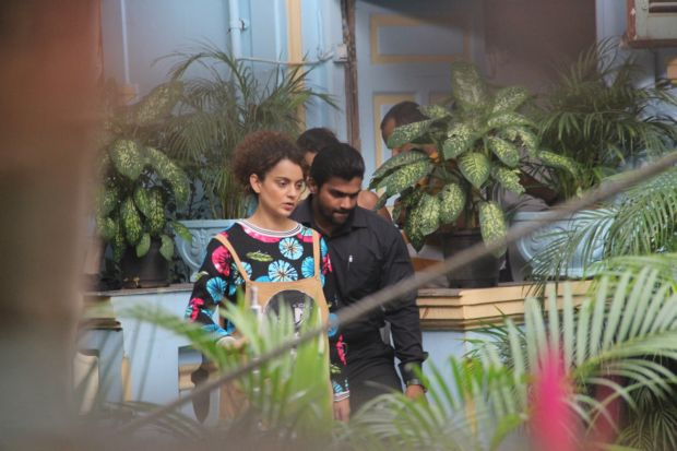 Kangana Ranaut's Mental Dress Got Us Stalking