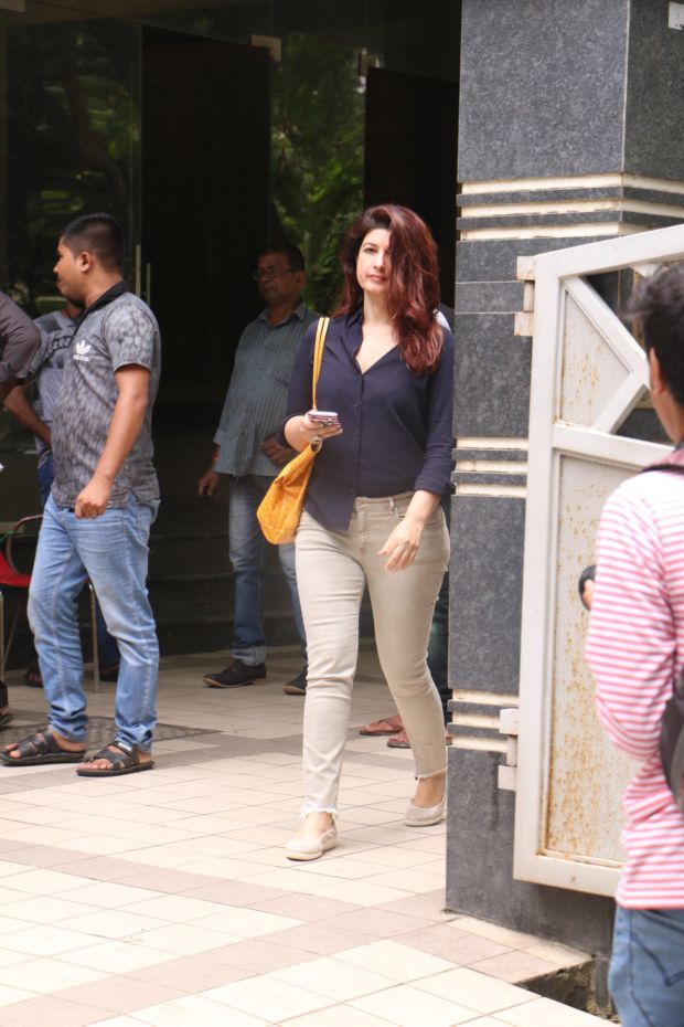 Twinkle Khanna Beats The Heat In Black