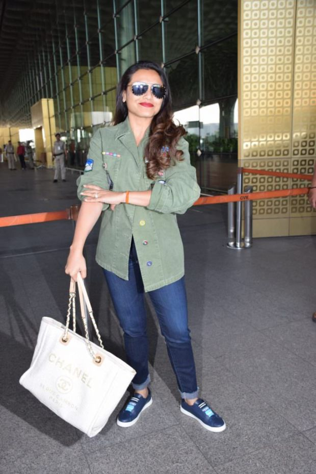 Rani Mukerji Caught Smiling At The Airport