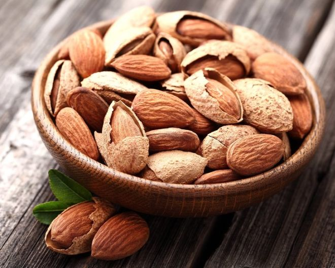 8 Surprising Health Benefits Of Soaked Almonds