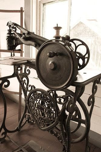 Have A Look At These Vintage Sewing Machines