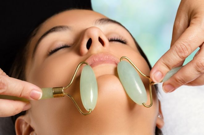 The Right Way To Use The Jade Facial Roller