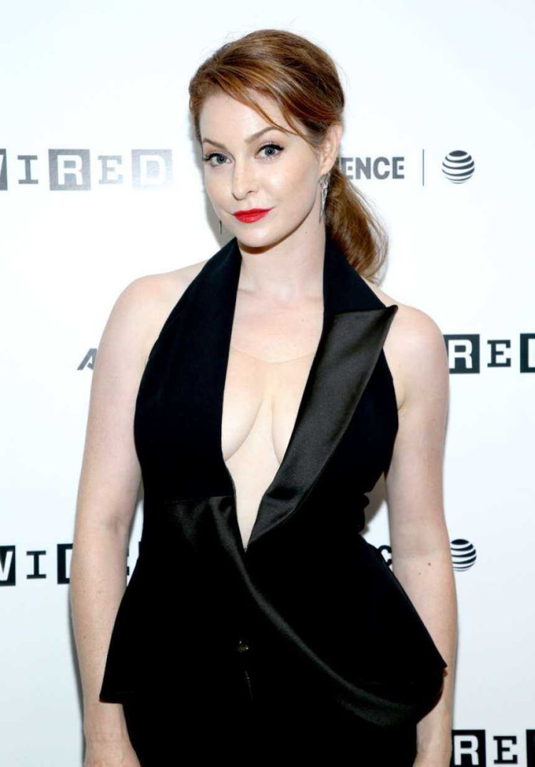 Stunning Esme Bianco In Black At 2018 WIRED Cafe At Comic Con