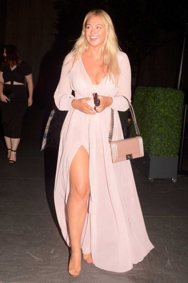 Gorgeous Iskra Lawrence Leggy Out In New York