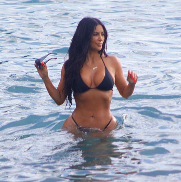 Kim Kardashian On A Swimsuit Vacation In Costa Rica