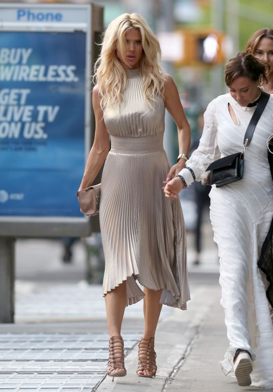 Victoria Silvstedt Heading Towards The Roxy Hotel