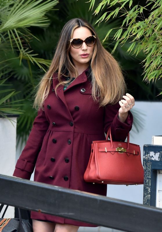 Kelly Brook Shines In A Cool Look At The ITV Studios