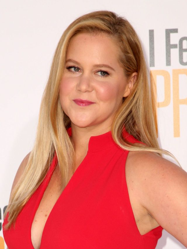 Amy Schumer Spreads Her Charm At 'Feel Pretty World Premiere