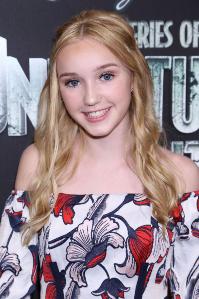 Cute Avi Lake Attends 'A Series of Unfortunate Events' TV Show Premiere