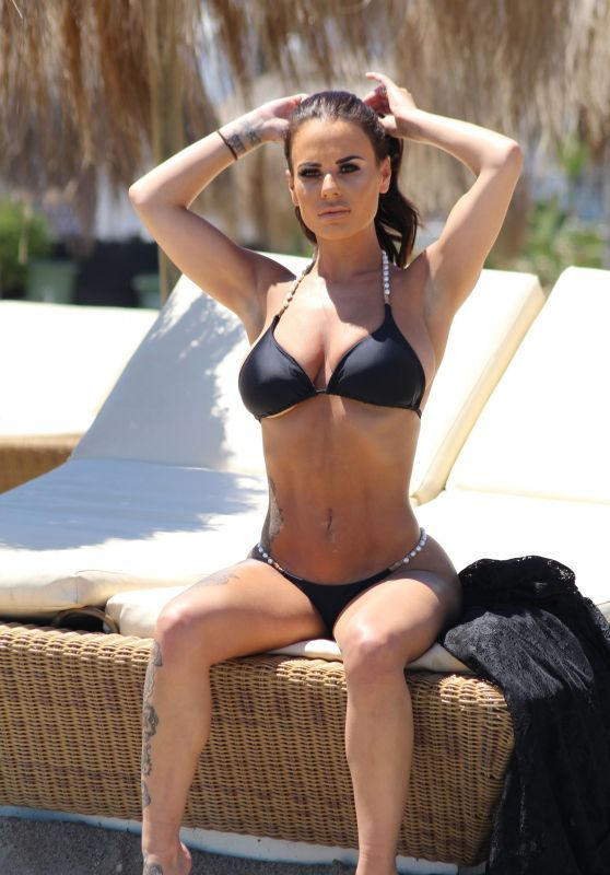 Chantelle Connelly Relaxing In Bikini At Gran Canaria
