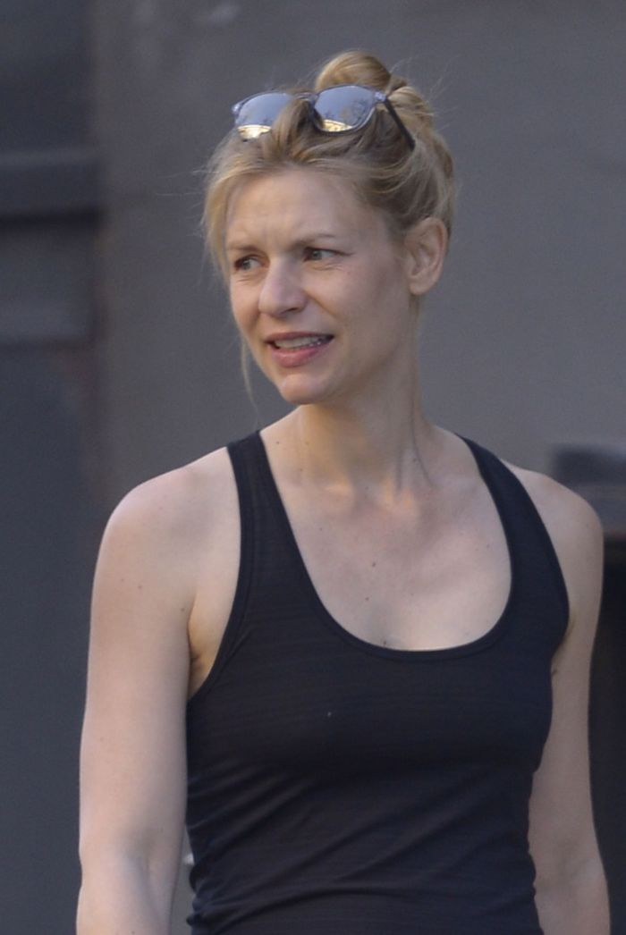 Claire Danes Shows Her Growing Baby Bump