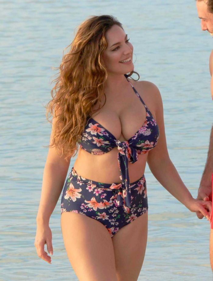 Kelly Brook With BF Jeremy Parisi On A Holiday In Antigua