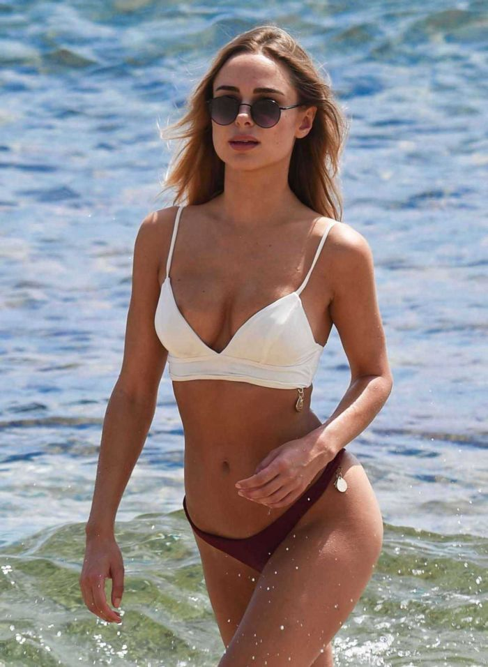 Kimberley Garner Looks Wowsome In Red And White Bikini